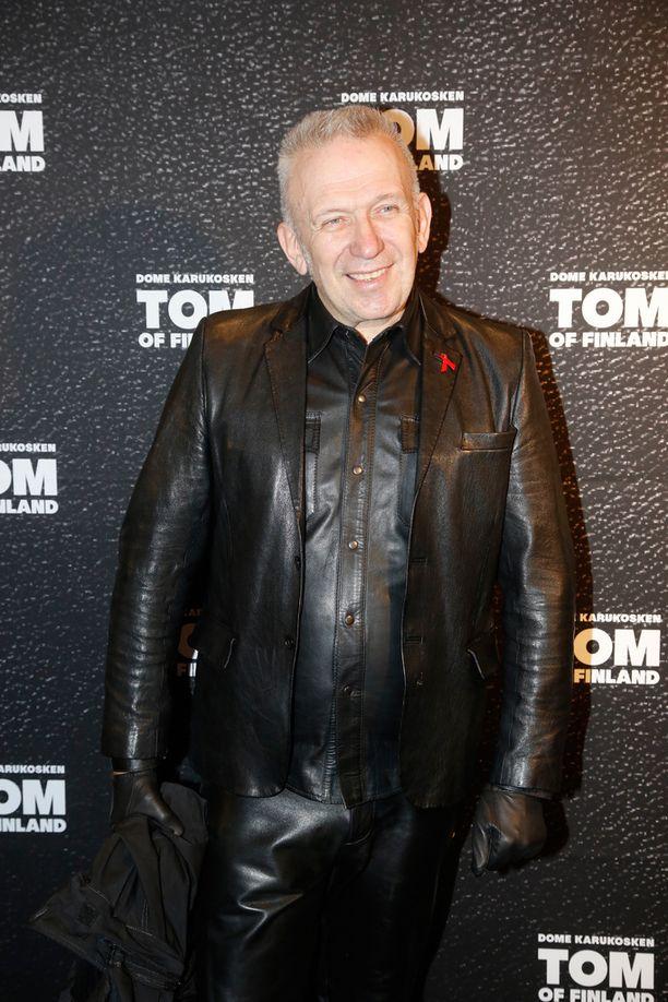 Jean-Paul Gaultier pukeutui elokuvan henkeen nahkaiseen asuun.