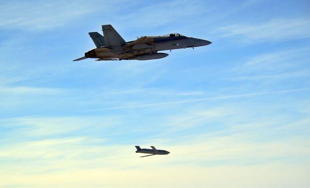 Ilmavoimat suoritti kaksi onnistunutta pitkän kantaman rynnäkköohjuksen koeammuntaa F/A-18C Hornet -monitoimihävittäjästä.