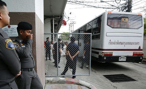 Bangkokissa vartijat odottivat tänään satoja ihmisssalakuljetuksesta syytettyjä oikeudenkäytniin.