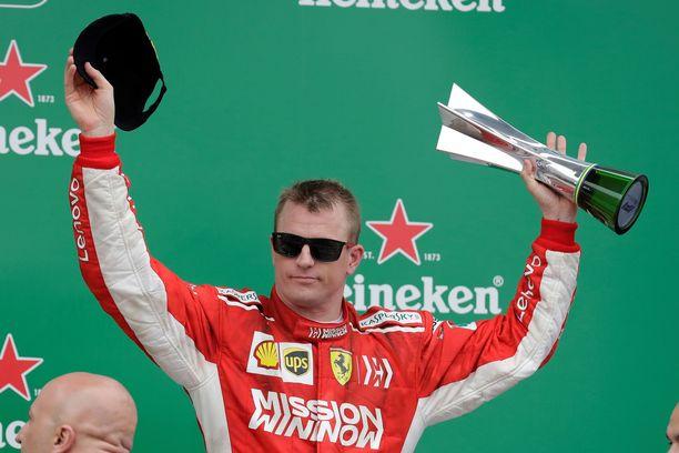 Kimi Räikkönen varasti show'n FIAn palkintogaalassa.