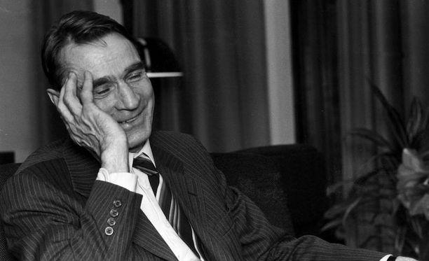 Mauno Koivisto jatkoi uteliasta tutkimus- ja kirjoitustyötä presidnettikauden jälkeen.