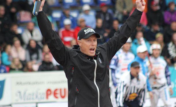 Jani Komulainen johtaa ensimmäistä kauttaan Sotkamon peliä.