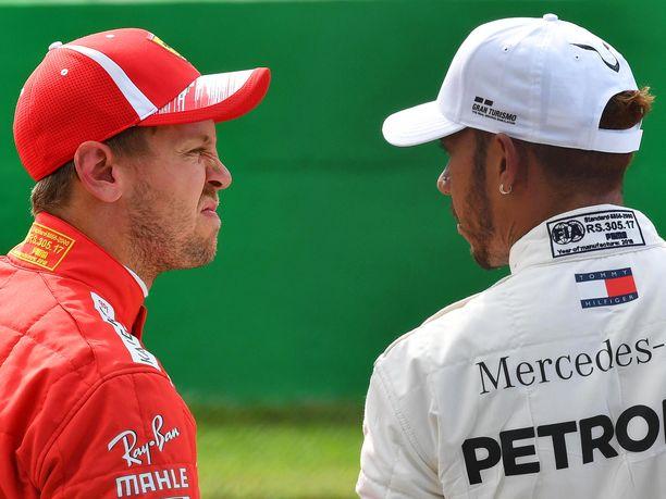 Sebastian Vettel on häviämässä MM-taistelun taas Lewis Hamiltonille.