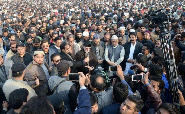 Pakistanissa Kasurin kaupungissa ainakin kaksi ihmistä on kuollut ja kolme loukkaantunut mielenosoituksissa keskiviikkona.