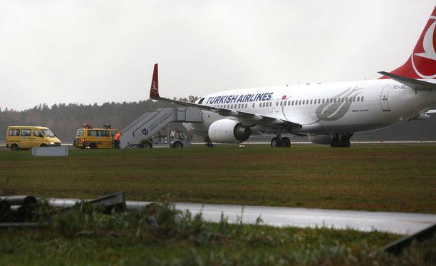 Turkish Airlinesin koneesta löytyi pommiuhkauksen sisältänyt viesti.