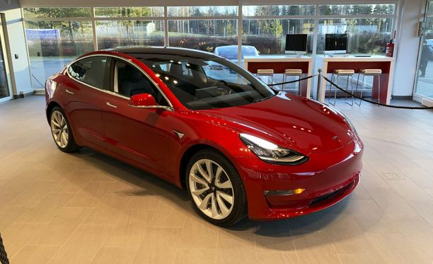Tesla Model 3 kävi marraskuussa Suomessa, jolloin ennakkovaraajat pääsivät tutustumaan autoon.