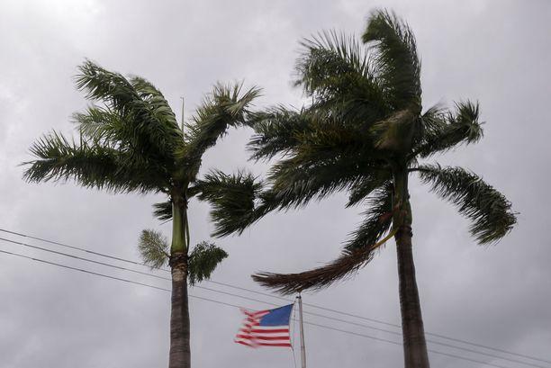 Hirmumyrsky Irma lähestyy vauhdilla Floridaa. Vaikka sen luokitusta on laskettu hieman, on myrsky edelleen äärimmäisen vaarallinen.