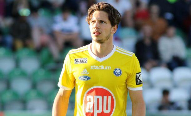 HJK:n Sebastian Dahlström teki komean voltin pelatessaan Suomen maajoukkuepaidassa.