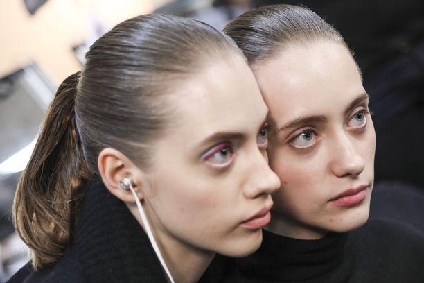Jos iho on virheetön, sitä ei kannata peittää liian paksun meikkivoidekerroksen alle.