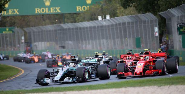 Lewis Hamilton Kimi Räikkönen ja Sebastian Vettelin miehittivät palkintopallin Melbournessa.