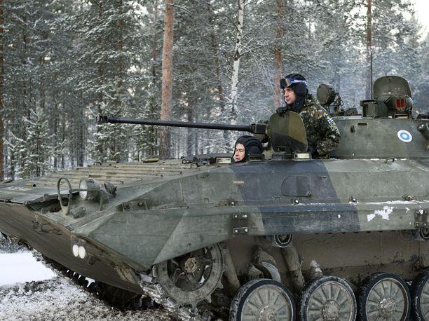 BMP-2-rynnäkköpanssarivaunun automaattitykin panospesässä räjähti 30 millimetrin sirpalekranaatti tiistai-iltana Hämeenlinnassa.