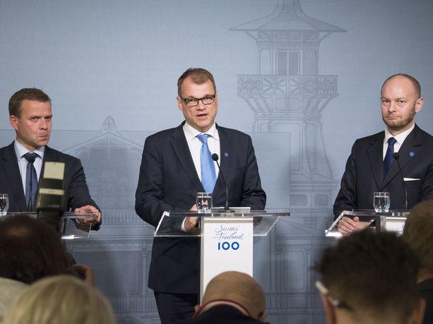 Petteri Orpon kokomuksen, Juha Sipilän keskustan ja Sampo Terhon sinisten hallitusyhteistyö on tällä hetkellä hieman takkuista.