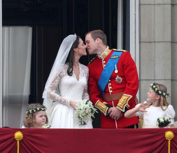 Suhde sai sinettinsä huhtikuussa 2011.