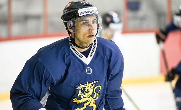 Valtteri Filppula hyökkää Suomen ykkösketjun keskellä.
