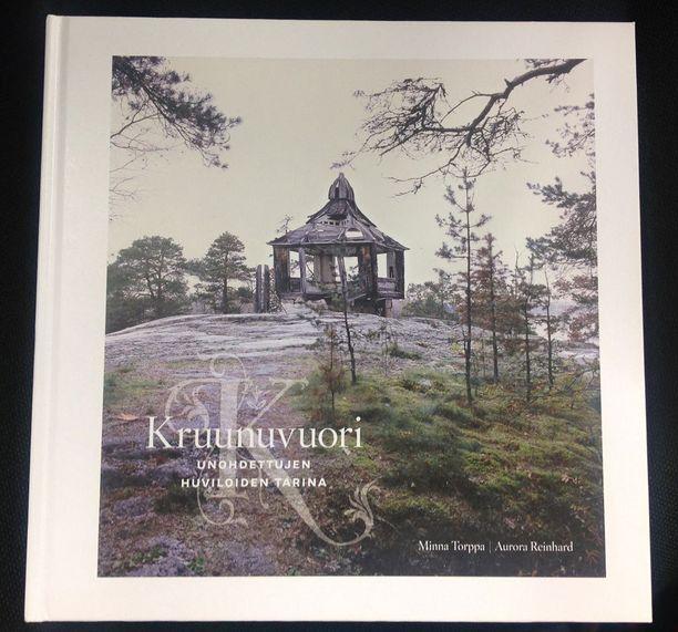 Helsingin kaupunginmuseon julkaisema, Minna Torpan ja Aurora Reinhardin Kruununvuori - unohdettujen huviloiden tarina - kirjasta otettiin toinen painos vuonna 2013.