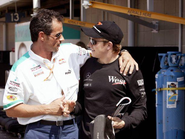 Beat Zehnder ja Kimi Räikkönen ovat olleet ystävyksiä Räikkösen debyyttikaudesta 2001 lähtien. Kuva vuodelta 2003, kun Räikkönen ajoi toista kauttaan McLarenilla.