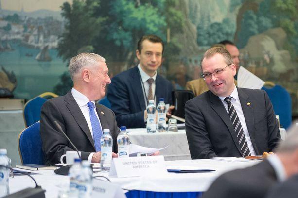 Puolustusministeri James Mattis tapasi Suomessa muun muassa virkaveljensä Jussi Niinistön.