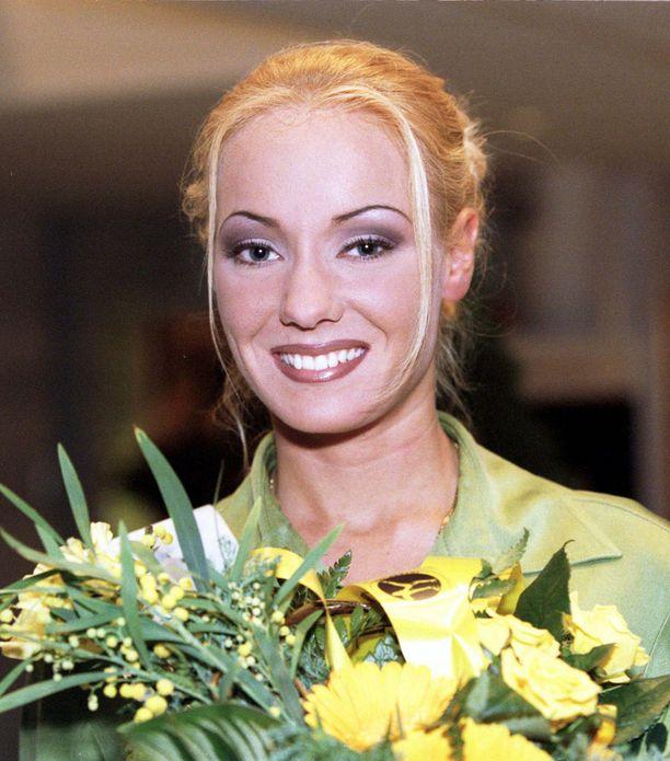 Ura julkisuudessa alkoi Miss Internet -voitosta vuonna 1997.