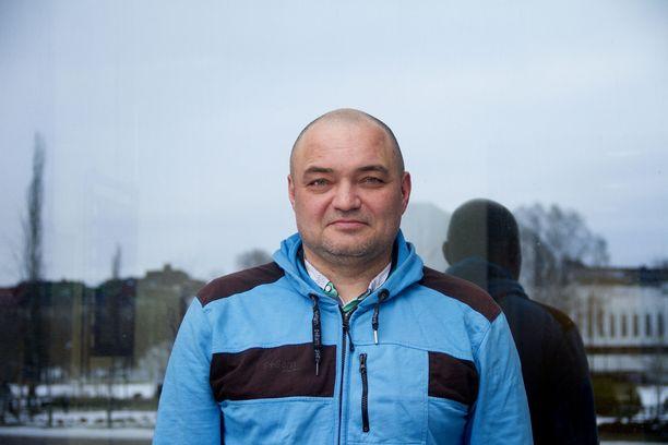 Andrei Romanovin kertoo, että hänen oli pakko jättää kotinsa, sukulaiset ja ystävät taakse välttääkseen vankilan.