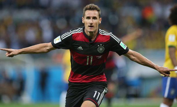 Saksa jyräsi Miroslav Klosen johdolla Brasilian.