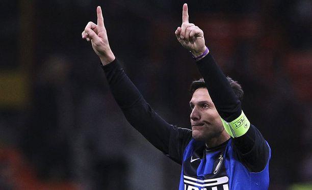 Javier Zanetti ei ole aikeissa ripustaa nappulakenkiä naulaan.