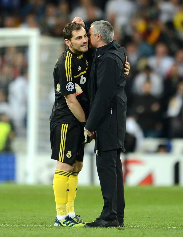 Iker Casillas saa ohjeita José Mourinholta Mestarien liigan välierässä 2012.