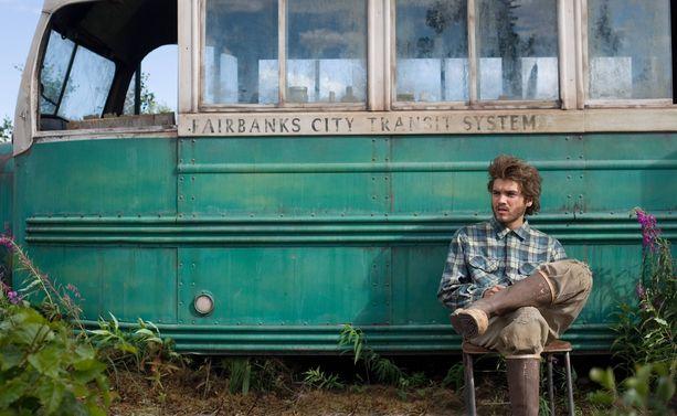 Vuonna 2007 ensi-iltansa saanut Erämaan armoilla -elokuva vetää edelleen seikkailijoita Alaskaan. Sean Pennin ohjaaman elokuvan pääosan näyttelee Emile Hirsch.