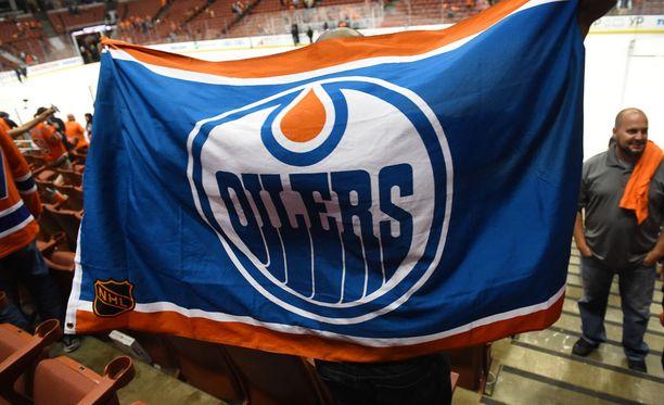 Edmonton Oilersin kotihallin Rogers Placen vessavaihdos syrjii naisia.