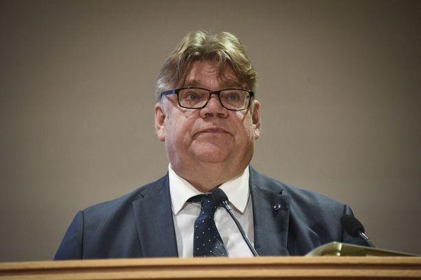 Ulkoministeri Timo Soini (sin) maanantaina suurlähettiläspäivillä.
