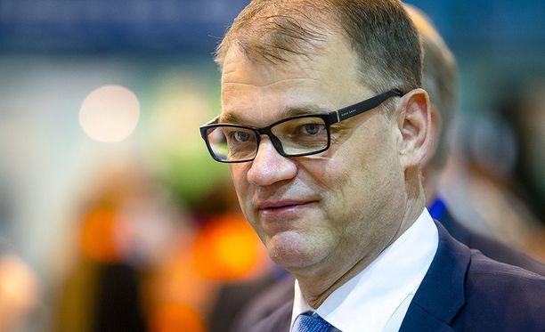 Juha Sipilän mukaan aktiivimalli nostaa monen työttömien tukia.