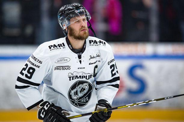 TPS kertoi torstaina antaneensa potkut hyökkääjä Jonne Virtaselle.