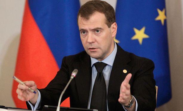 Venäjän pääministeri Dmitri Medvedev sanoi saksalaislehden haastattelussa, ettei Venäjä voi estää pakolaisten tuloa Suomeen.