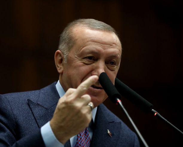 Turkin presidentti Recep Tayyip Erdogan vahvisti lauantaina, että Turkki on avannut rajansa pakolaisille.