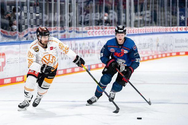 30-vuotias Pekka Jormakka (vas.) pelaa ensi kaudella Mikkelin Jukureissa.