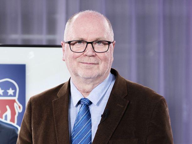 """SDP:n euroedustaja Eero Heinäluoma korostaa, ettei hän ole ottanut etukäteen kantaa siihen, mistä Hornetit korvaavat uudet hävittäjät pitää hankkia. Sen sijaan Heinäluoma on sanonut, että """"ruotsalaisvaihtoehto kannattaa pitää valmisteluissa aidosti mukana""""."""