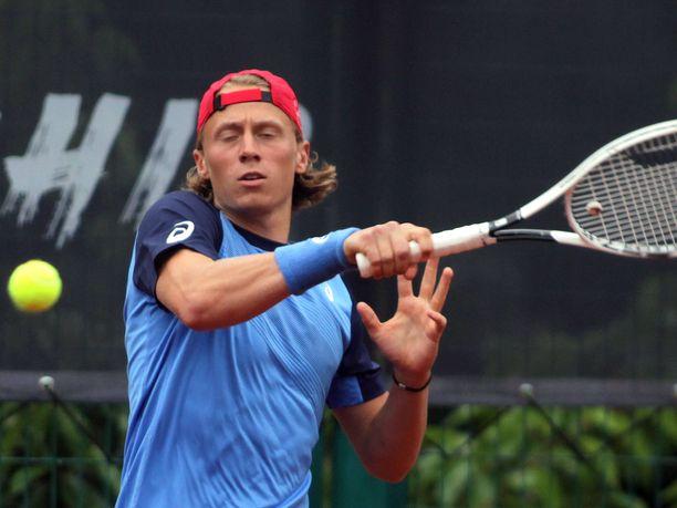 Emil Ruusuvuori nappasi heti voiton uransa ensimmäisessä Grand Slam -ottelussa.