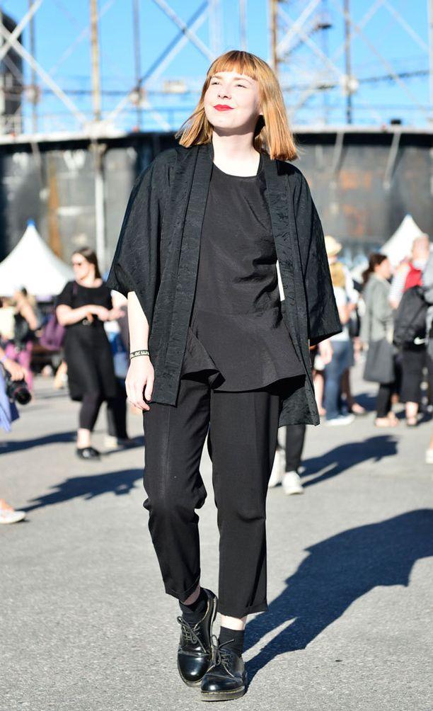 Toimittaja Paula Koski bongasi kiinnostavimmat pukeutujat Flow Festivalin ensimmäisenä päivänä.