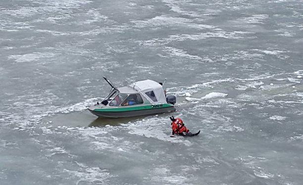 Vartiovenelaivue varoitti Twitter-tilillään lähtemästä liian aikaisin merelle.