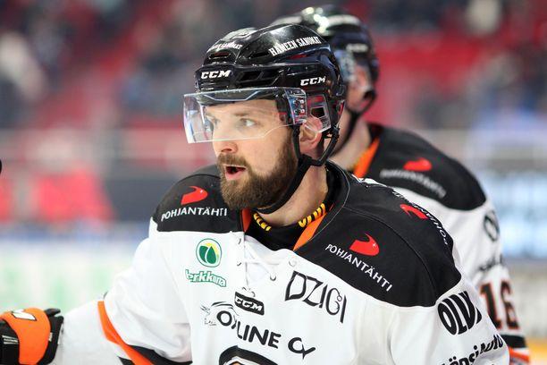 Otto Paajanen nosti kannua viime keväänä HPK-paidassa.