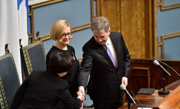 Puhemies Paula Risikon (kok) puhe oli osoitettu valtiopäivät avanneelle presidentti Sauli Niinistölle.