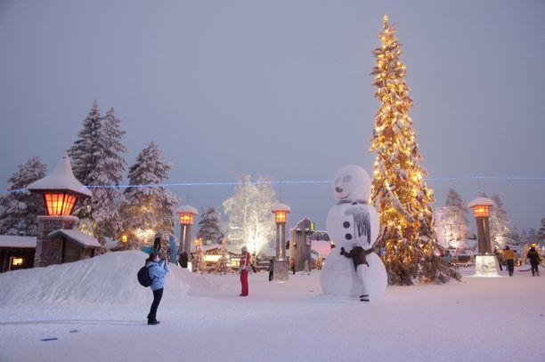 Keskiviikko tuo lunta lähes koko maahan, ja tapaninpäivä pakkasta. Lapissa on silloin kylmää jopa -30 astetta.