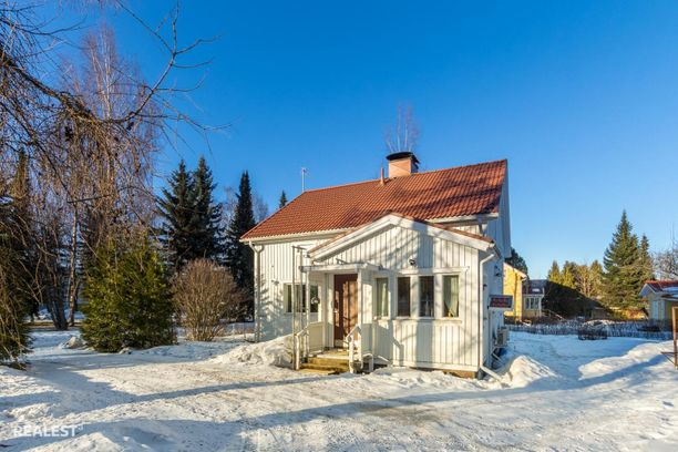 Tämä soma talo on rakennettu vuonna 1949 ja se sijaitsee Tampereella.