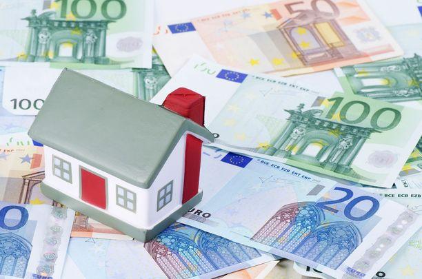 Suomalaiset ottavat eniten lainarahaa oman kodin ostamiseen.