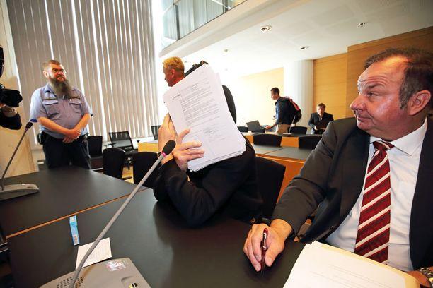 Asianajaja Kari Eriksson on avustanut Penttilää 90-luvun alusta saakka.