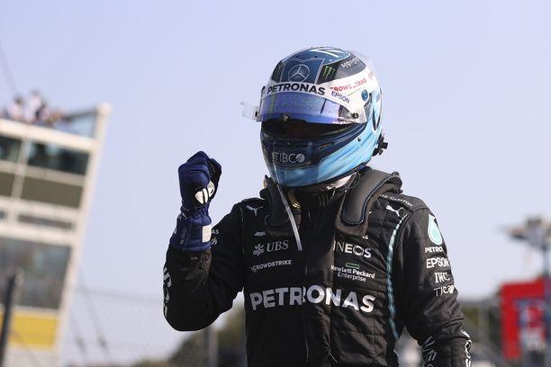 Valtteri Bottas tuulettu Monzan lauantai-illassa.