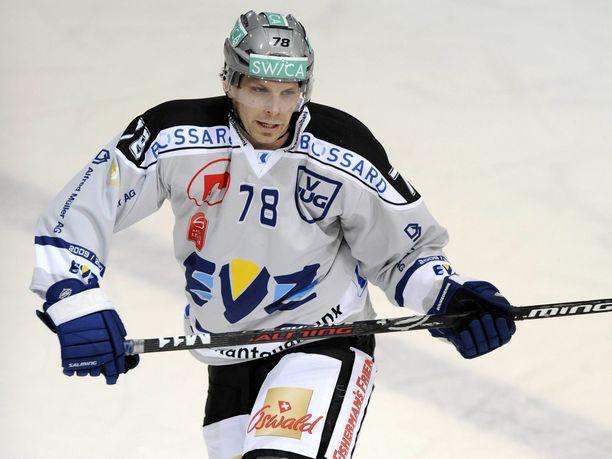Kaudella 2009–2010 Josef Boumedienne edusti EV Zugia.