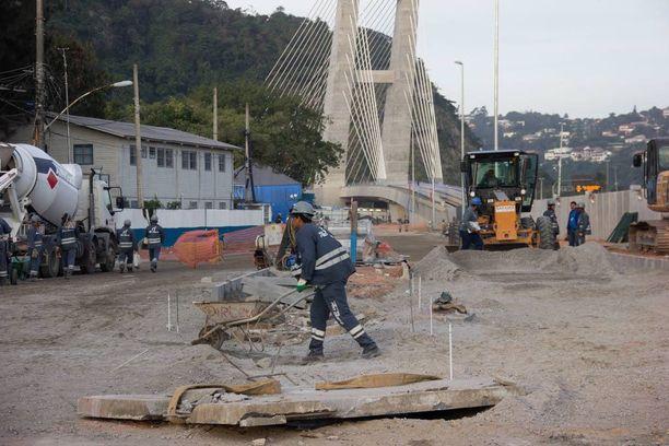 """Olympiaisäntä Rio de Janeirolla on oma """"Länsimetronsa"""". Kuva kaupungin metrotyömaalta kesäkuun lopusta."""