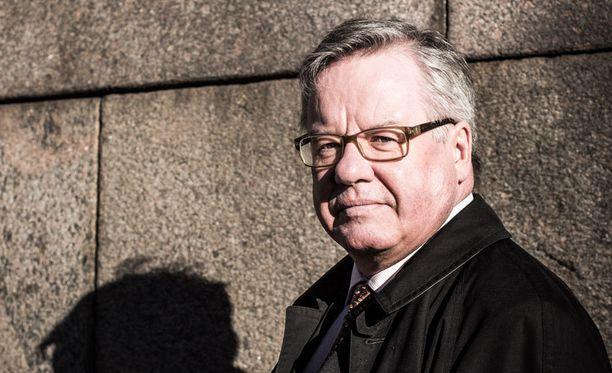 Professori Pekka Sutela ei usko, että Nato kelpuuttaisi Suomea jäsenekseen.