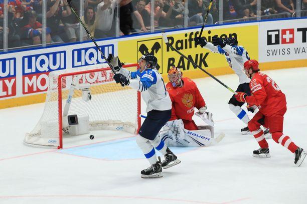 Suomen kapteeni Marko Anttila iski 1-0-maalin paluukiekosta.