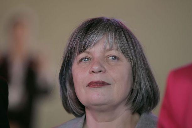 SDP:n entinen kansanedustaja ja ministeri Arja Alho, 63, on nostanut sopeutumiseläkettä yhtäjaksoisesti vuodesta 2007. Alhon tulot olivat toissa vuonna 79 000 euroa.